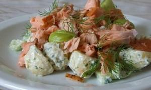 Салат с копченой рыбой и хреном
