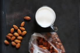 Быстрое миндальное молоко