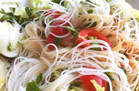 Салат из рисовой лапши с овощами и зеленью