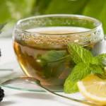 Холодный зеленый чай с лимоном и мятой