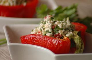 Перец, фаршированный брынзой и помидорами