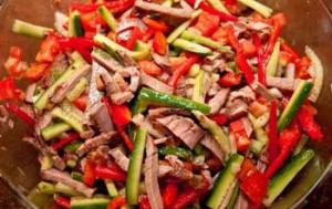 Острый салат из помидоров и болгарского перца