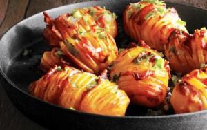 Картошка с грудинкой, запеченные в духовке