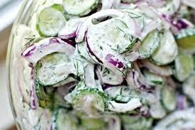 Огуречный салат с соусом