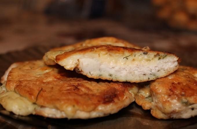 Куриные отбивные в кляре с сыром.
