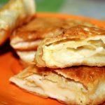Лаваш жареный с сыром.