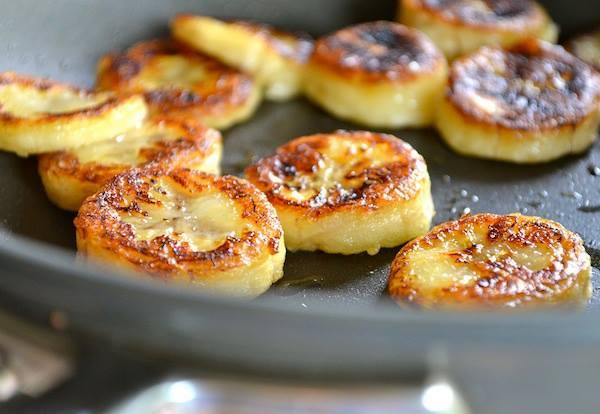 Банановые сырники.