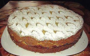 Яблочный пирог с нежнейшим заварным кремом.