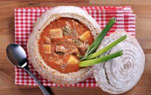 Гуляш из свинины: оригинальная подача блюда