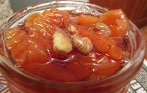 Айвовое варенье с грецкими орехами