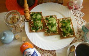 Королевский бутерброд с крабовыми палочками