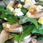 Питаемся вкусно и легко: салаты со шпинатом