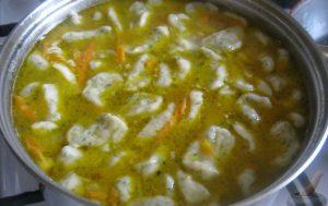 Грибной суп с чесночными галушками