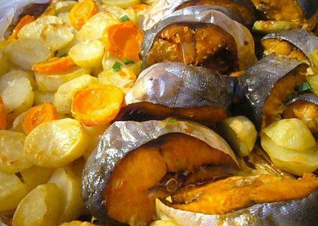 Судак с картофелем в сметанном соусе в мультиварке