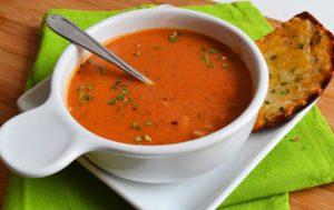 Итальянский томатный суп с гренками