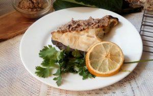 Рыба с орехами черносливом