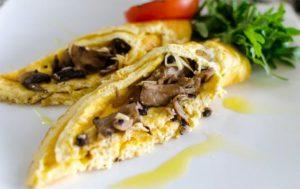 Яичница с сыром и грибами