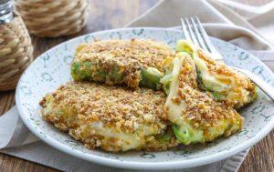 Конвертики из молодой капусты с сыром