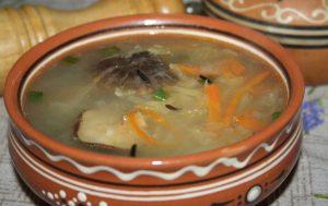 Грибной суп с диким рисом и помидорами