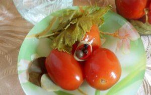 Маринованные помидоры «Семейные традиции»