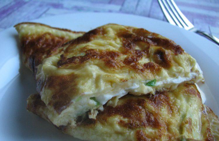Омлет с сыром фета