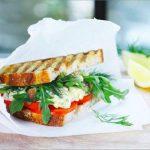 Горячие сэндвичи с крабовым мясом и грибами