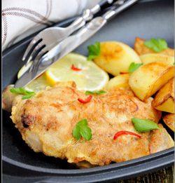 Отбивная из куриного окорочка с картофелем