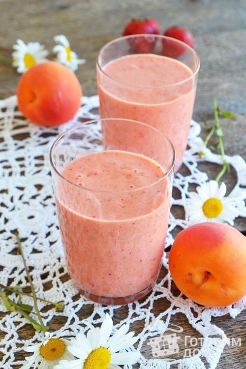 Клубнично-абрикосовый смузи