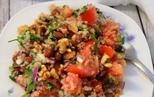 Перуанский салат с киноа и фасолью
