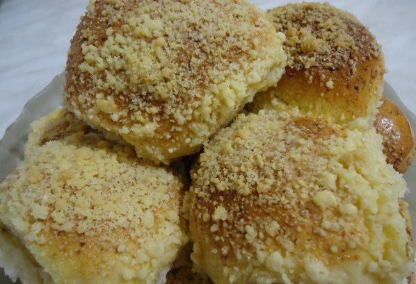 Сдобные булочки со штрейзелем