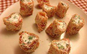 Рулетики из семги, руколы и сыра по-итальянски