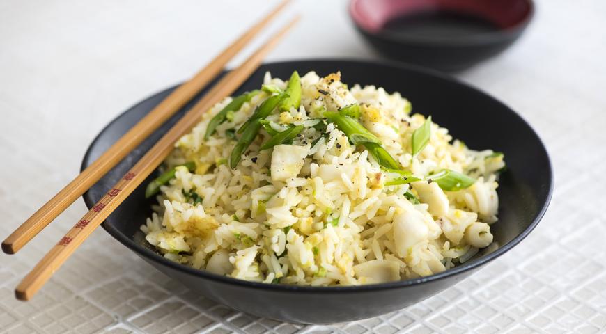 Жареный рис с кальмарами и имбирем