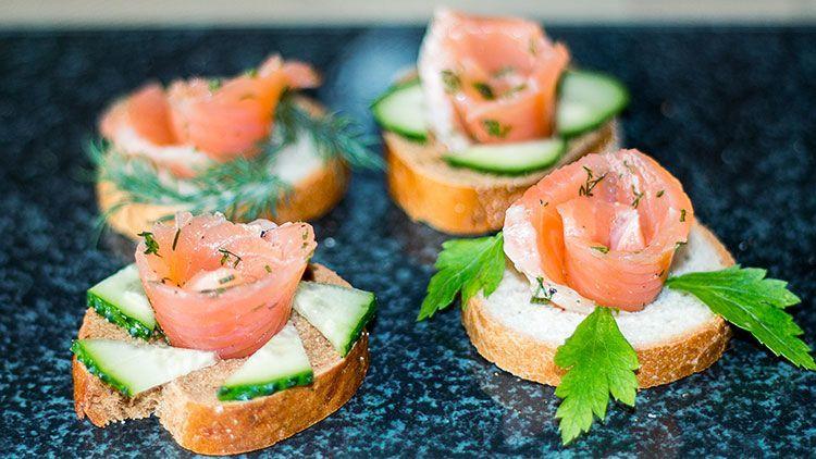 Бутерброды с лососем праздничные