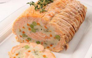 Праздничный рулет из лосося