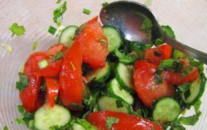 Салат из помидор с огурцами — что может быть нового?