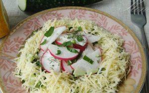 Салат из редиски и огурцов (Salade de radis et de concombres)