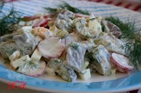 Салат из селедки с редиской и солеными огурцами