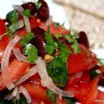 Салат из помидор и красной фасоли