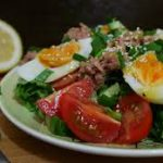 Салат с тунцом и сырной заправкой