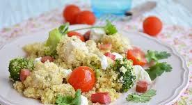 Теплый салат с индейкой, замаринованной с ревенем