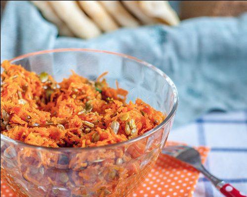 Морковный салат с семечками