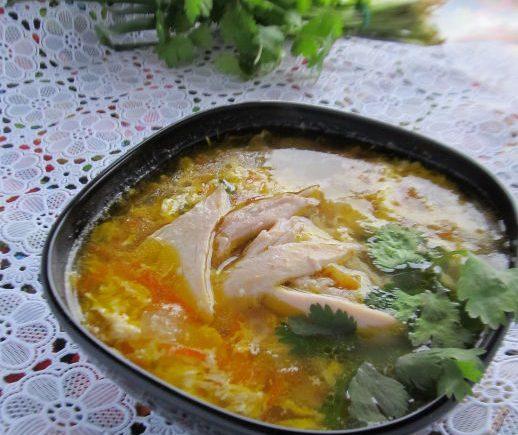 Суп с курицей, овощами и яйцами