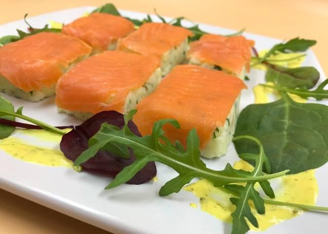 Закуска картофельная с красной рыбой