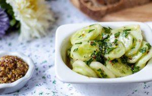 Салат из огурцов с зернистой горчицей