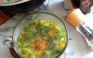 Рисовый суп с зелёным горошком