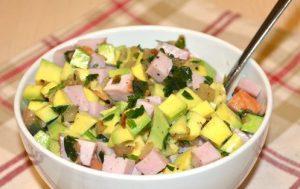 Мясной салат с авокадо