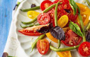 Салат из помидоров с зеленой фасолью