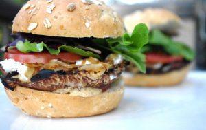 Как приготовить сочный бургер дома