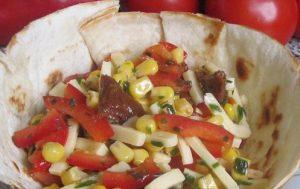 Салат в «миске» из мексиканского лаваша