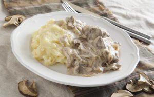 Бефстроганов с белыми грибами
